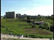 Последние дома деревни Большие Кочуровы в 1997 году. Сейчас это территория Коневского рынка.