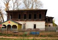 Верхосунье, Старая школа (автор фото Екатерина Нелюбина)