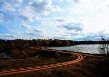 Верхосунье, конец главной улицы Ленина и её переход в улицу Набережную, дамба (автор фото Екатерина Нелюбина)