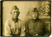 Фёдор Иванович слева, справа - неизвестен… фото предположительно сделано в фотостудии г. Слободской в период с июля по август 1941 года.