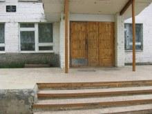 Центральный вход в Школу. Фот. Лысов Д.С. 20.05.07