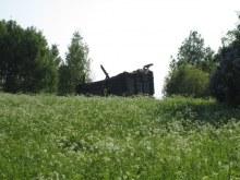 Южная часть деревни, руины дома. Фот. Лысов Д.С. 07.06.13
