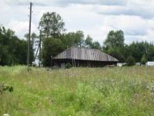 Первый дом д. М. Долгое со стороны д. Б. Долгое. Фот. Лысов Д.С. 20.07.14