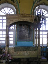 Рака с мощами Михаила Тихоницкого в церкви Рождества Пресвятой Богородицы