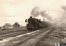 Паровоз ТЭ-749 с поездом, ст. Гидаево бывшей Гайно-Кайской ж.д. Фото сделано XI.1957. Автор фото О.А. Стариков. https://www.parovoz.com