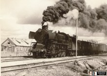 Паровоз ТЭ-749 на большом клапане. Станция Гидаево в 1957 г. на Гайно-Кайской ж.д.  Автор фото О.А. Стариков. https://www.parovoz.com