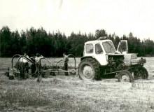 Подготовка техники к сгребанию сена. 08.1982 [Ом.рай.арх., ф.80]
