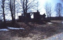 04.05.2004. Гниловка - руины (один из двух оставшихся домов) (Фото Ганичевой Е.Н.)