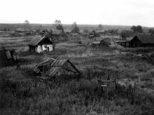 Общий вид заброшенного поселка Соз (бывший Трудпоселок № 4). Нагорский район Кировской области. Фото 29.08.1991