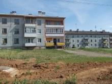 Когда-то эти дома были полностью заполнены жильцами, а сейчас большинство квартир пустует.