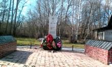 Памятник воинам-землякам.
