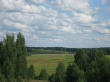 В деревне, а напротив д.Каширцы.