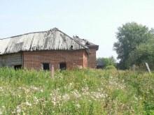 Сохранившийся кирпичный дом.