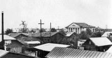 слева здание жд поликлиники и на заднем плане клуб жд