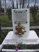 Памятник погибшим работникам Установлен на территории вагоноремонтного предприятия (в годы войны - паровозное депо)