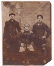 Слева вверху Исупов Илларион Константинович