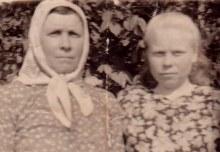 Исупова Пелагея Григорьевна с дочерью Фаиной