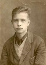 Евгений Вахонин - ученик 10 класса. Меньше чем через год начнётся война...