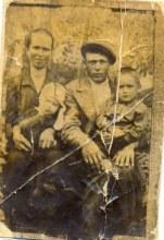Узловы Анна Ефремовна и Андрей Зиновьевич с детьми Тамарой и Аркадием. 1935-1936 год
