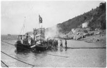 Лодка для перевоза иконы Святителя и Чудотворца Николая из Елабуги в Мамадыш