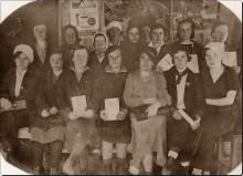 Курсы ясельных работников в с. Белая 30 апреля 1937 г. В первом ряду вторая слева моя тетя Н.А.Корзунина , уроженка д. Б.Полом