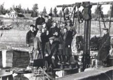 На строительстве ГЭС. На заднем плане поселок Валинской ГЭС.