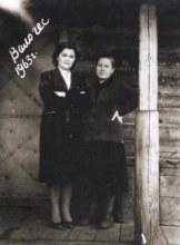 Бухгалтера  на крыльце конторы Валинской ГЭС. 1963 г.