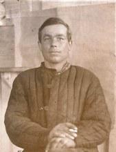 Макаров А.Е.  родился 1910 г. погиб - 25.01.1945 г. - красноармеец